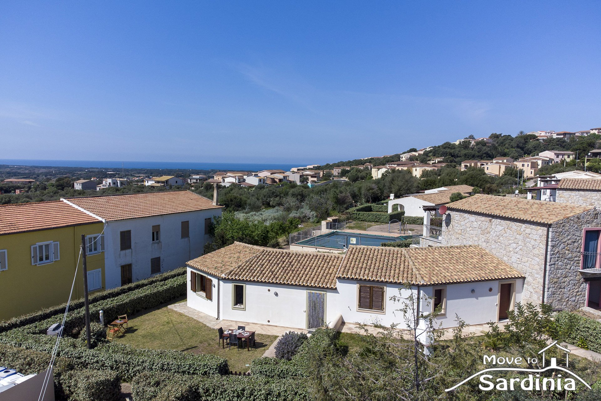Villa for sale in Badesi, in a residential area with a large garden