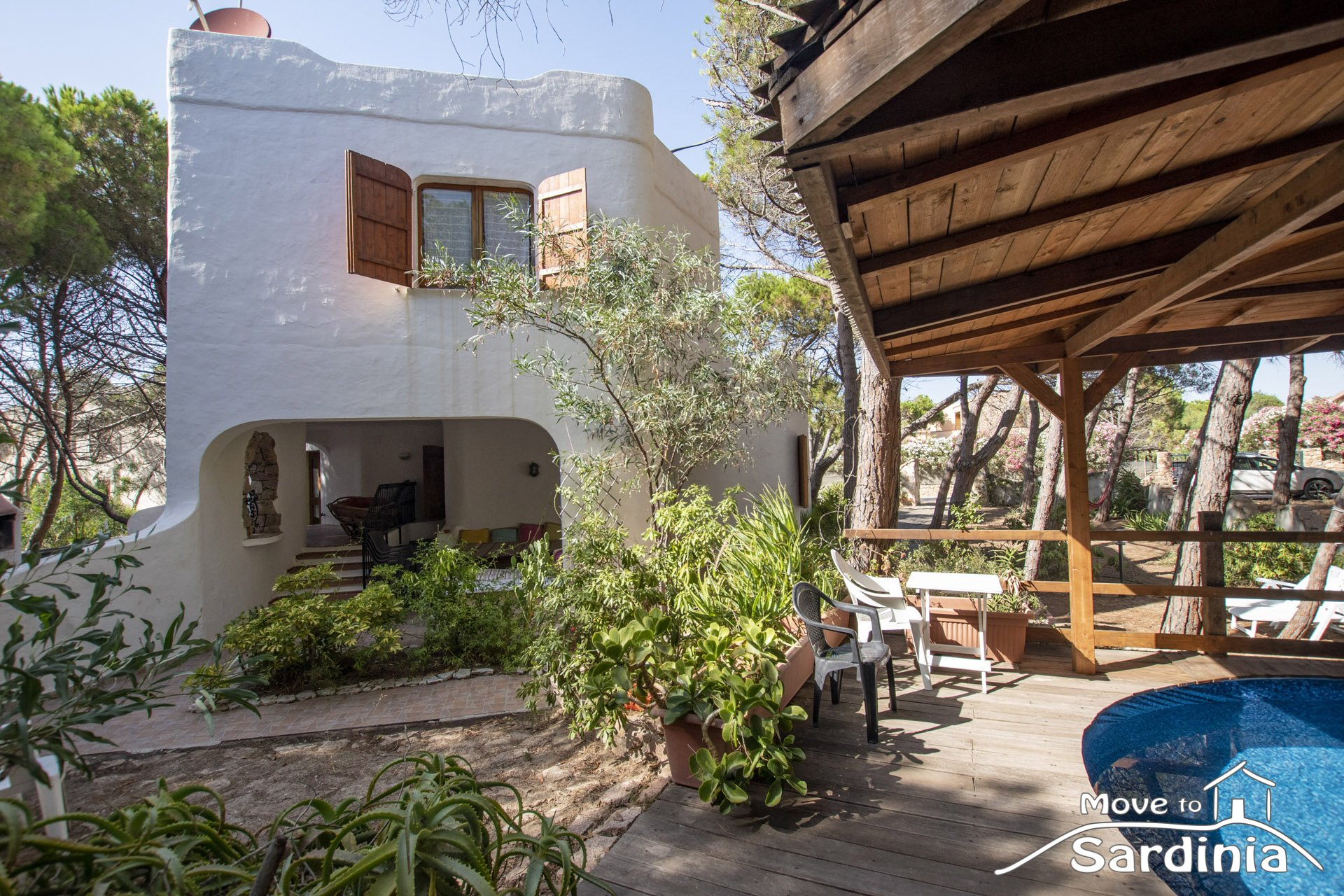Valledoria, spacious villa for sale, just 100 meters from the beach. Your ideal B&B!