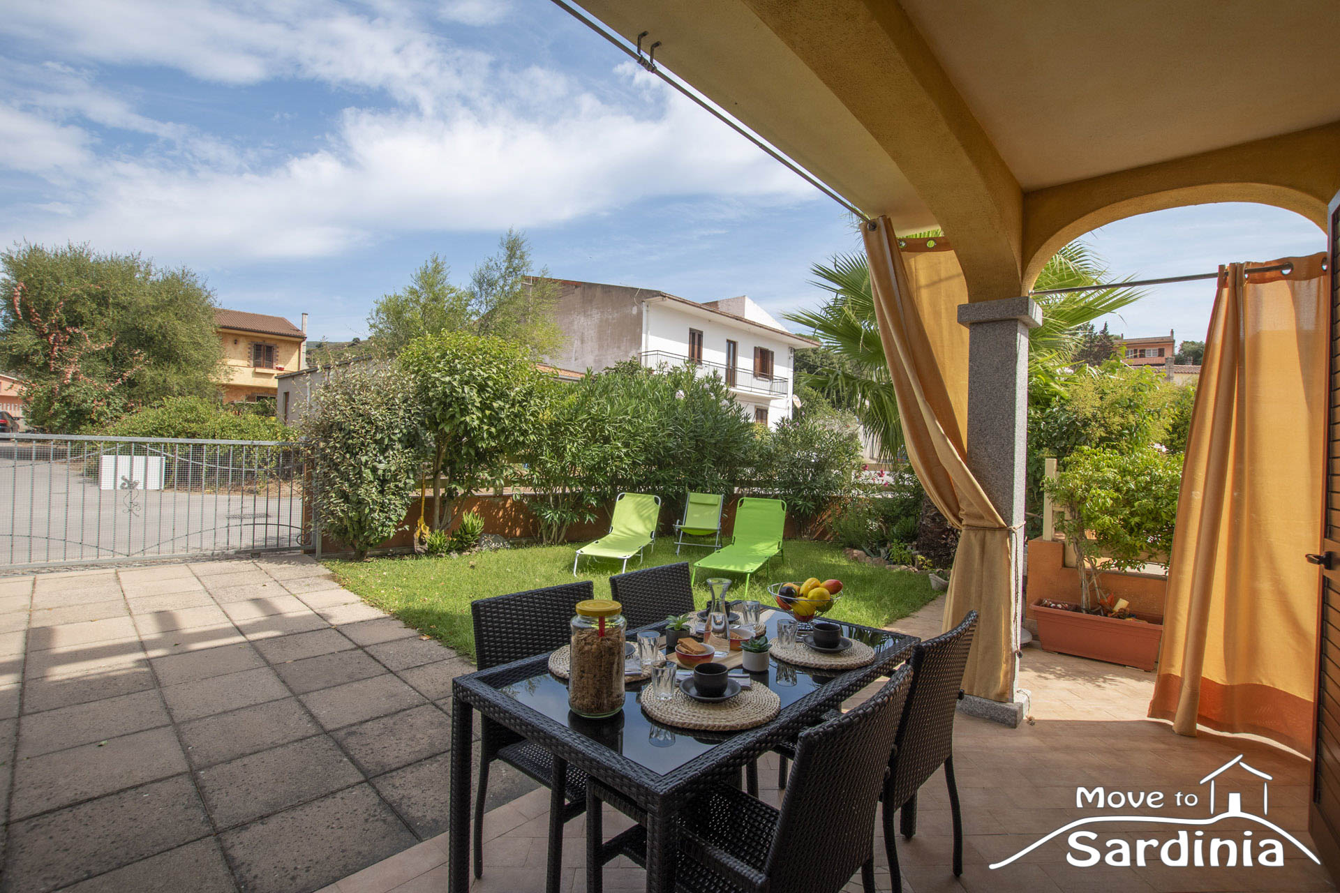 Terraced house for sale in Sardinia, comfortable veranda and private parking, only few km from the beach